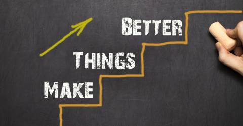 Op schoolbord staat geschreven Make Things Better